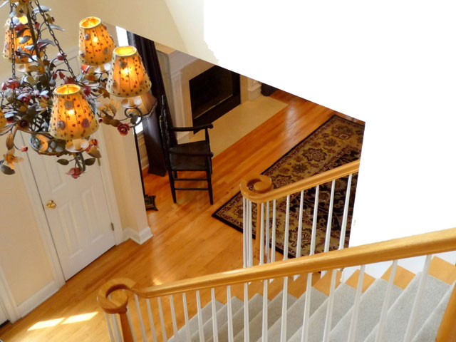 Synder up to down staircase design